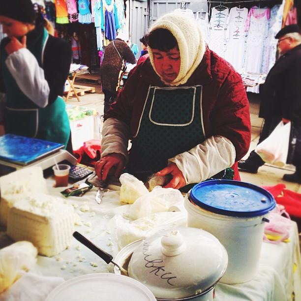 Женя на базаре