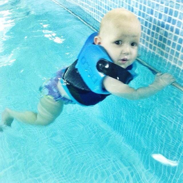 Леон в бассейне