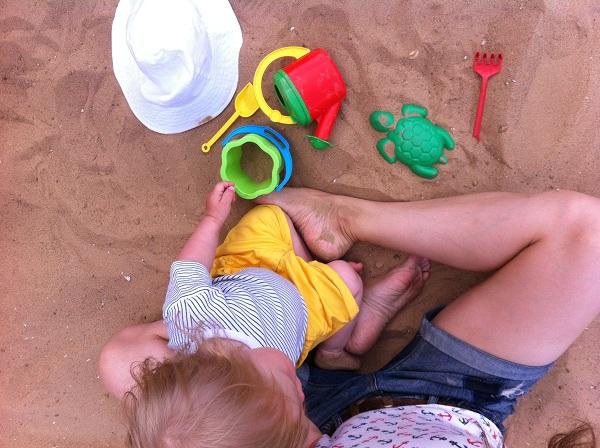 Яна в песке