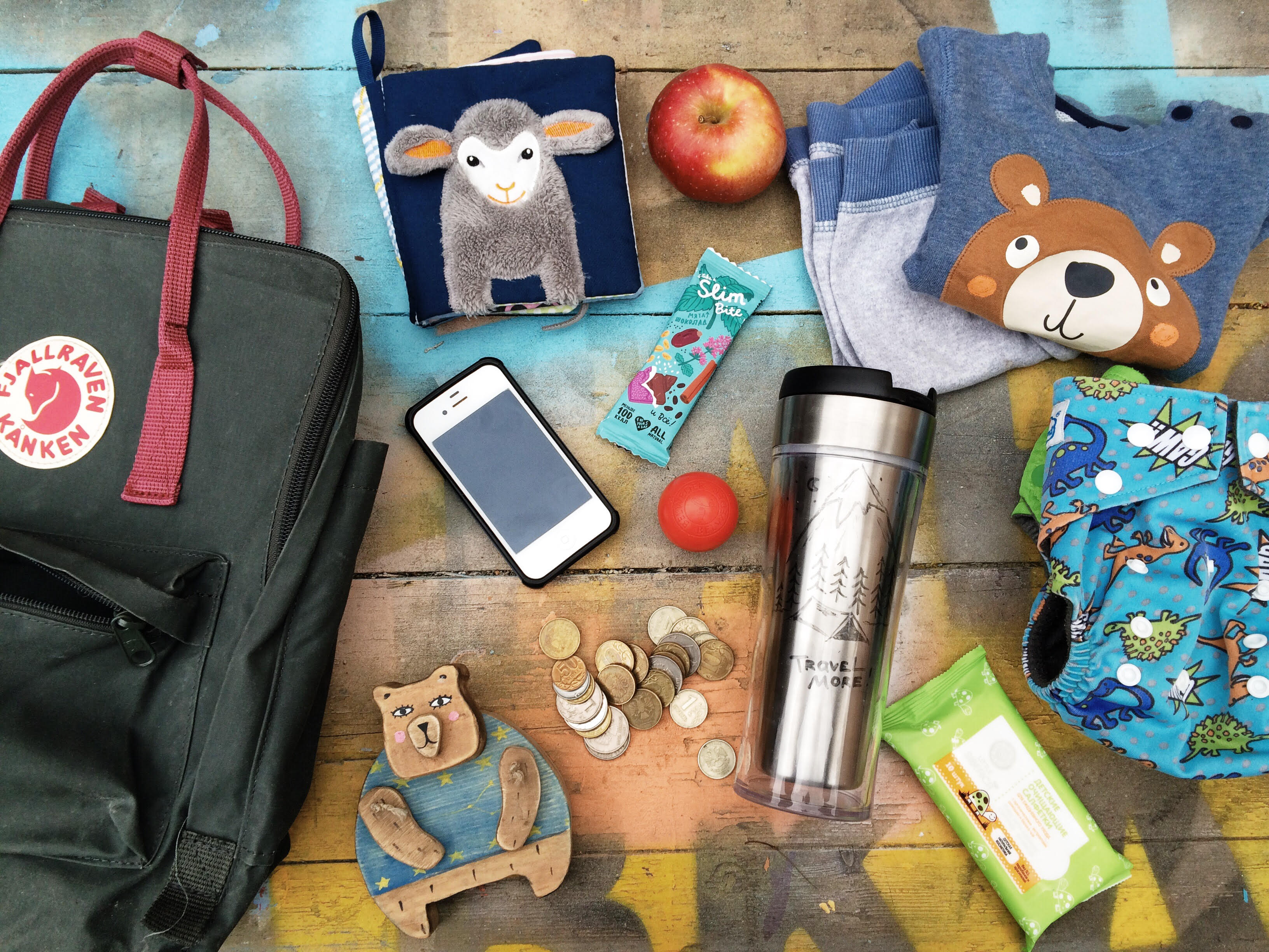 Саша Дедова, ее рюкзак и медведь «Грызли»